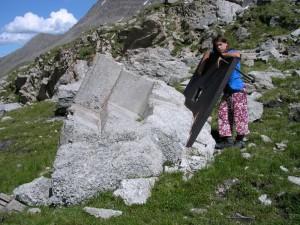 Resti di fortificazioni nei pressi del Rifugio Elisabetta – Foto di Gian Mario Navillod.