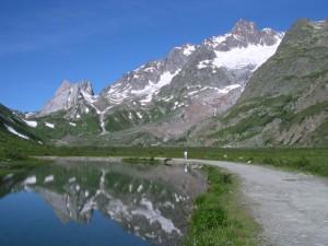 Lago Combal a Courmayeur – Foto di Gian Mario Navillod.