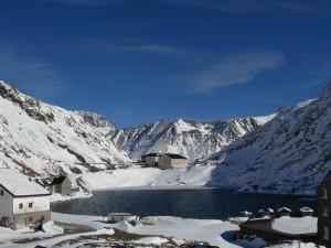 Colle e Ospizio del Gran San Bernardo in inverno – Foto di Gian Mario Navillod.
