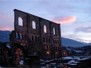 Teatro romano di Aosta al tramonto - Foto di Gian Mario Navillod.