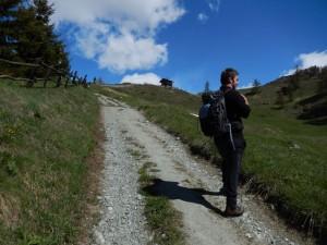 André Navillod sulla direttissima per il Rifugio Ermitage di Chamois - Foto di Gian Mario Navillod.