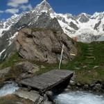 Il ponte sul torrente Malatrà a monte del Rifugio Bonatti - Foto di Gian Mario Navillod.