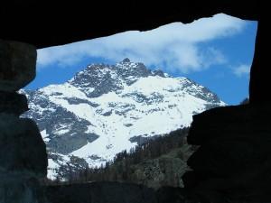 Punta Cian/Tsan/Tzan vista dal Museo Etnografico di Triatel (Torgnon) - Foto di Gian Mario Navillod.