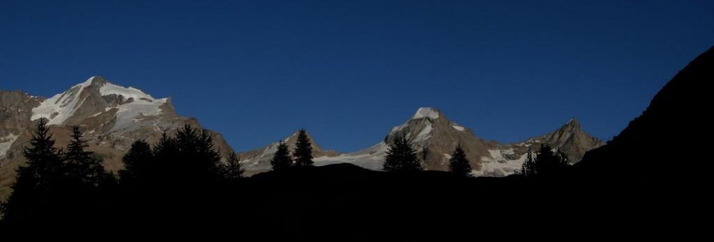 Tramonto su Ciarforon e Gran Paradiso dalla Croce dell'Aroletta - Foto di Gian Mario Navillod.