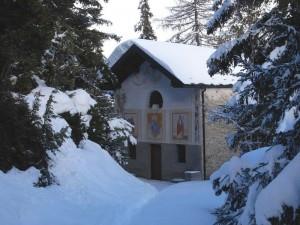 Cappella di Saint-Pantaléon sotto la neve - Foto di Gian Mario Navillod.