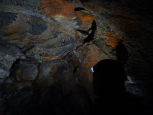 Suggestivi colori nelle grotte della Valmeriana - Foto di Gian Mario Navillod