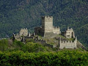 Il castello di Cly (Saint-Denis) - Foto di Gian Mario Navillod.