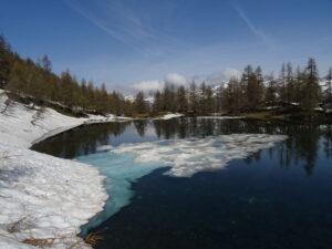 Disgelo al lago di Charey (La Magdeleine) - Foto di Gian Mario Navillod.